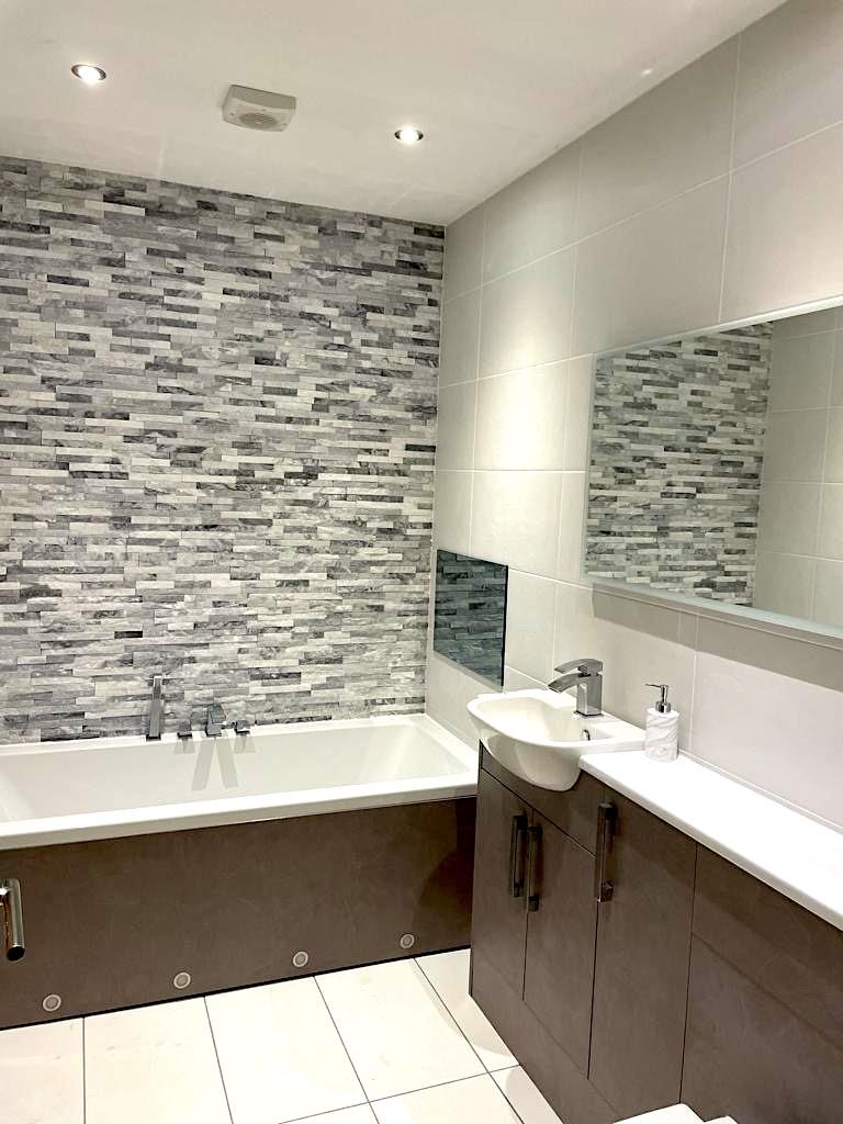 Bathroom Kirkintilloch - TV in wall - Bell & Higgins Glasgow