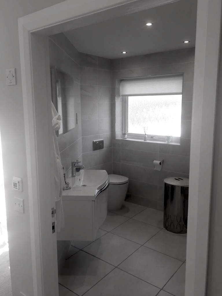 Garage Conversion, Inc. New Bathroom - Bell & Higgins - Garage Conversions Clydebank